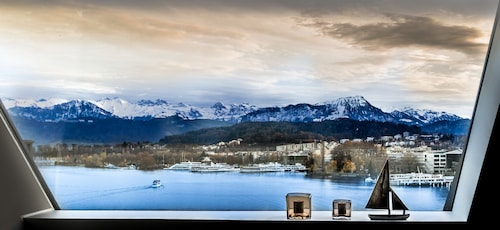 . Lucerne Lake View Apartments