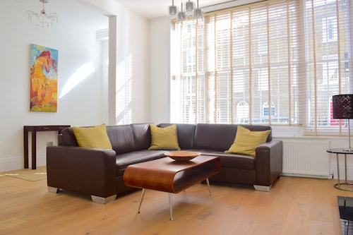Grand, Luxurious 2 Bed in Angel, Islington