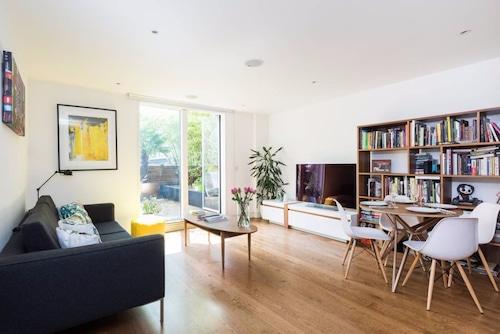 Modern 2 Bed Flat in Shoreditch with Roof Garden, Islington