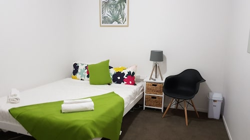 Forbes Grove Budget Private Rooms, Manukau