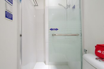 ZEN ROOMS BLUE DAWN STATION 3 Bathroom
