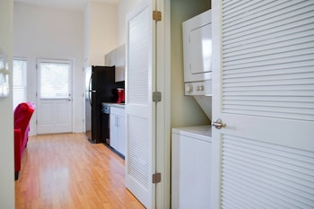 Fun 1 BR Apt In Popular NODA