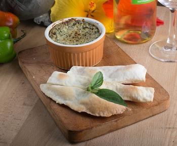 CHATEAU HESTIA Food and Drink