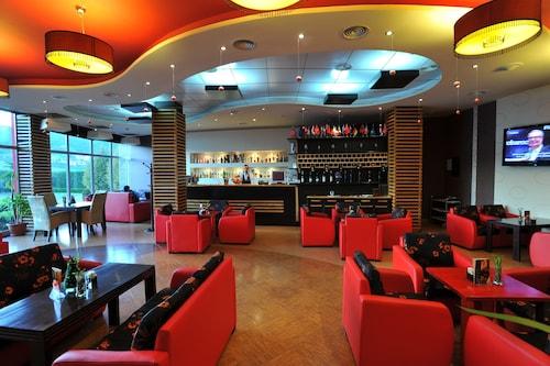 Hotel Class, Tiranës