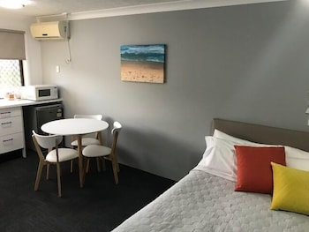 Guestroom at Gold Coast Inn in Surfers Paradise