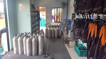 RELAX DIVERS BOHOL Equipment Storage