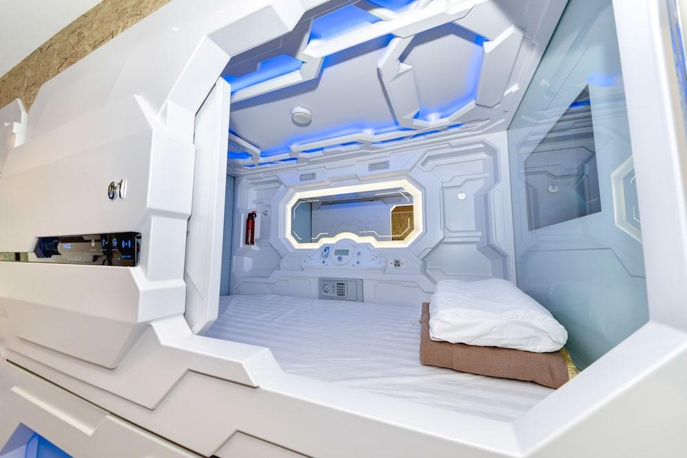 スペース Q カプセル ホテル