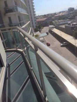 AZURE RESIDENCES BY VAN FLORENDO Balcony