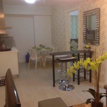 AZURE RESIDENCES BY VAN FLORENDO In-Room Dining