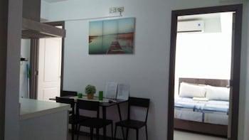 AZURE RESIDENCES BY VAN FLORENDO Room