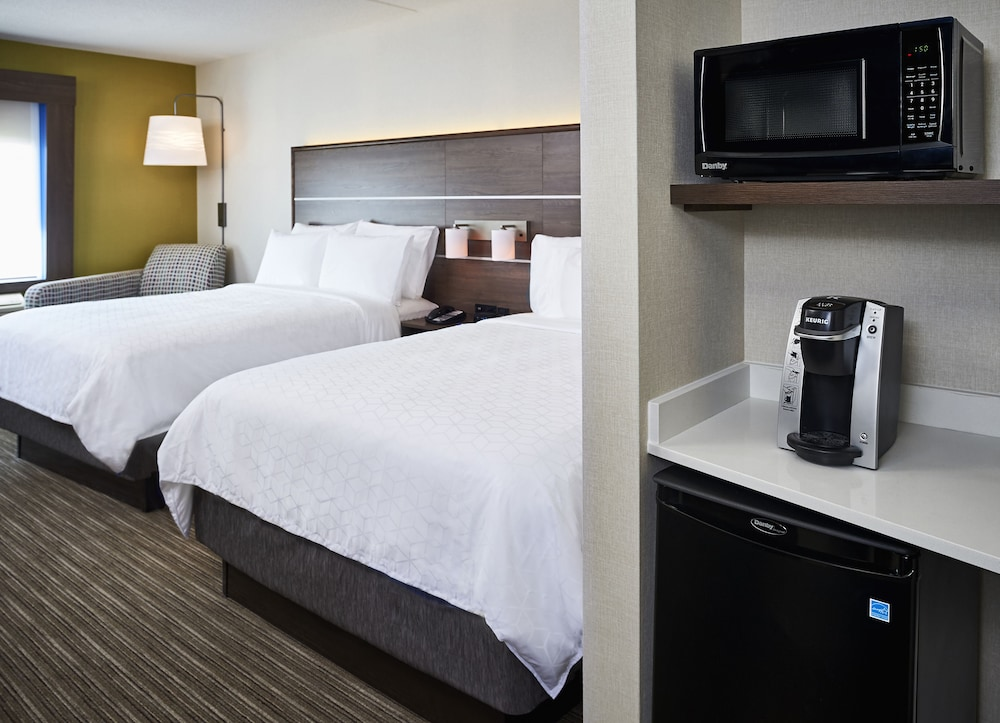 https://i.travelapi.com/hotels/22000000/21600000/21600000/21599984/b53de87f_z.jpg