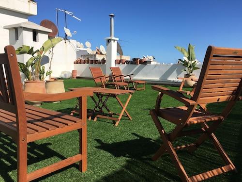 Luxurious Apartment with Private Garden, Casablanca