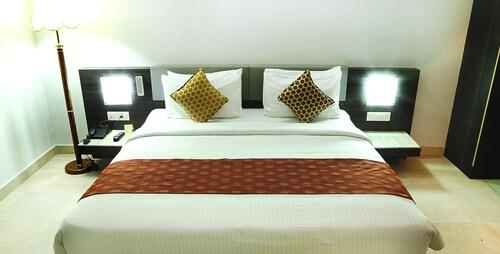 Hotel Palm Shore, Palakkad