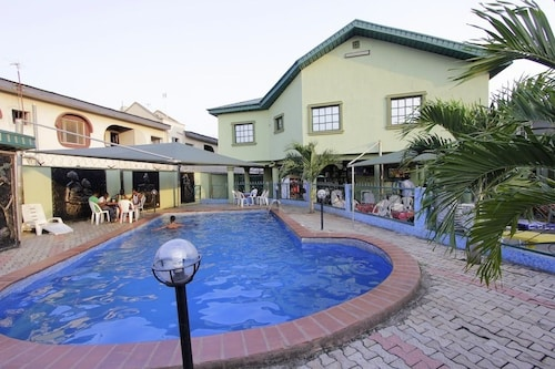 Oyins Holiday Inn, Alimosho