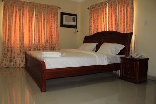 The Habitat Suites & Apartments, Mushin