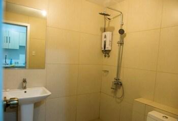 FAMILY SUITE CONDOTELS AT CEDAR PEAK Bathroom