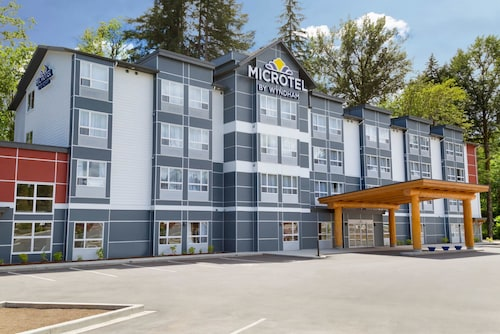 . Microtel Inn & Suites by Wyndham Oyster Bay