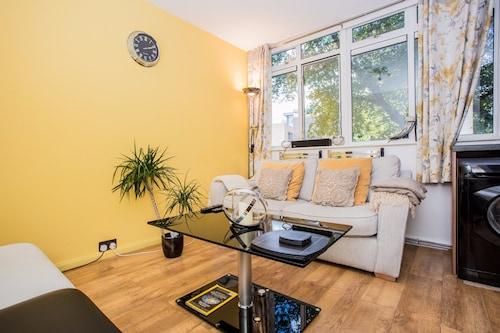Maida Vale 1 Bedroom Apartment with a Balcony, London