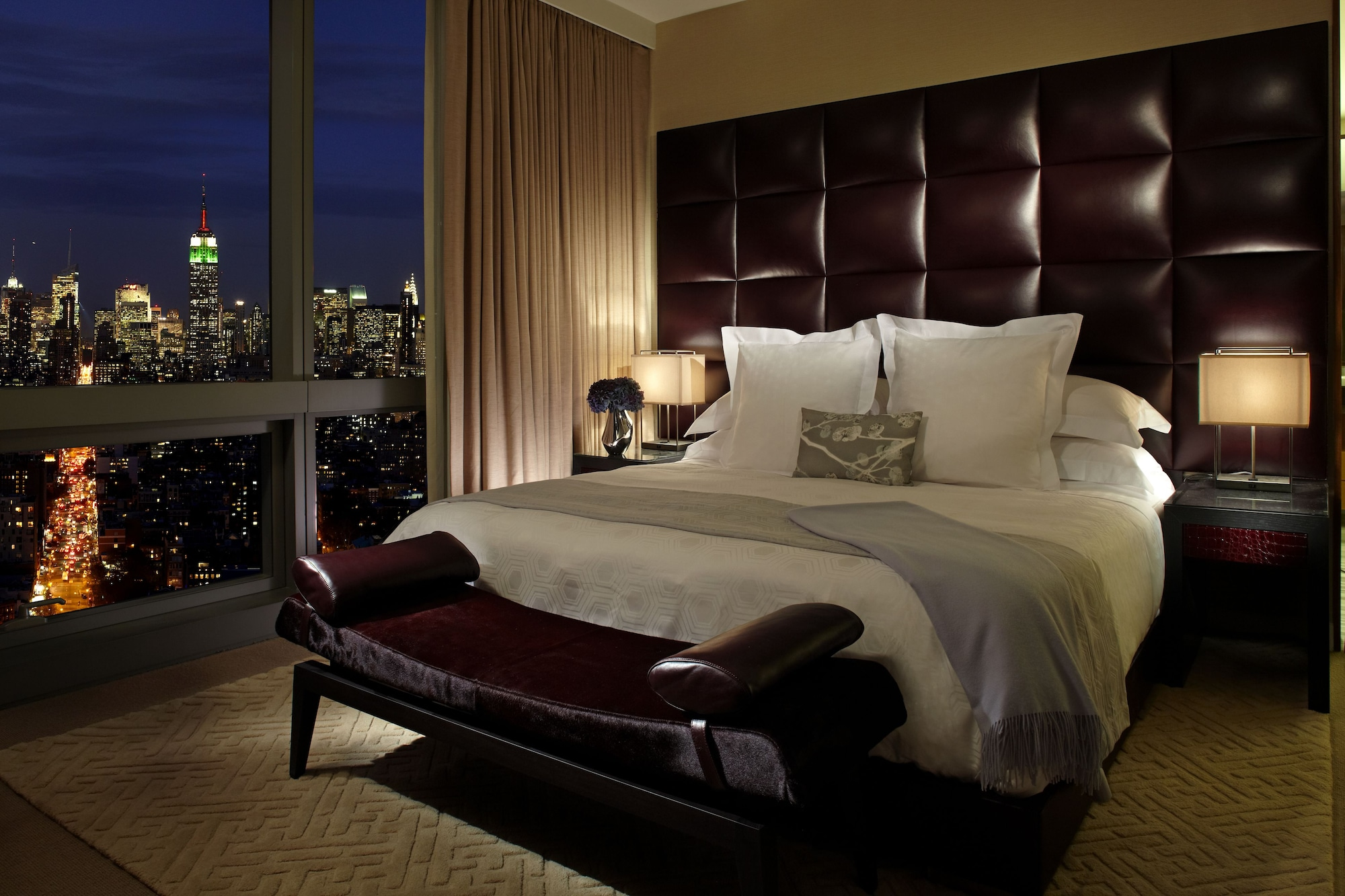 Room, 1 King Bed, View (Skyline)