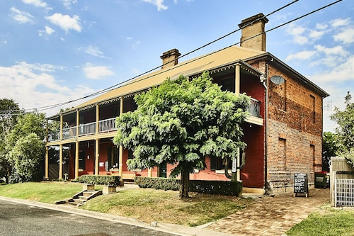 The Old Victoria, Maitland