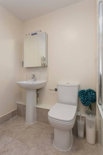 Luxury 1 Bed Apartment With Balcony In Greenwich, London