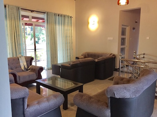 Lanka Lands Holiday Home, Katana