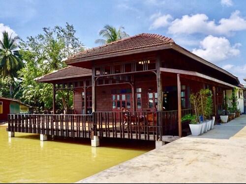Coco Hut, Muang Surat Thani