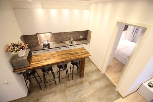 Super Luxury Apartments, Tbilisi