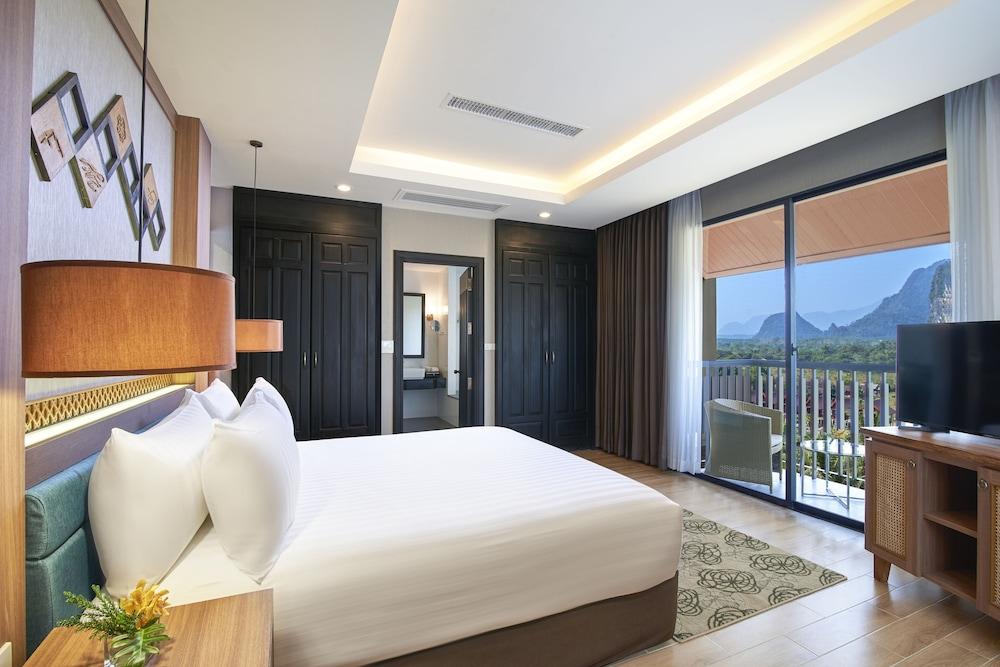 https://i.travelapi.com/hotels/22000000/21870000/21868000/21867927/135a45ff_z.jpg