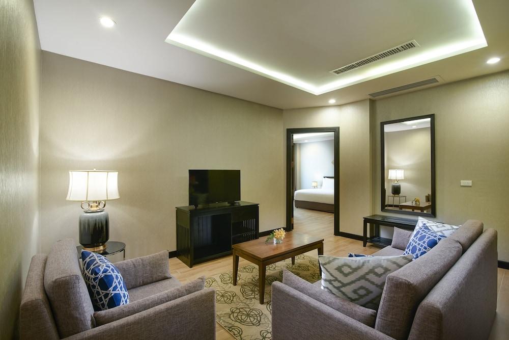 https://i.travelapi.com/hotels/22000000/21870000/21868000/21867927/3ceef5c6_z.jpg