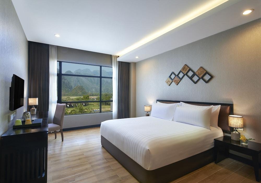 https://i.travelapi.com/hotels/22000000/21870000/21868000/21867927/bbda7b8c_z.jpg