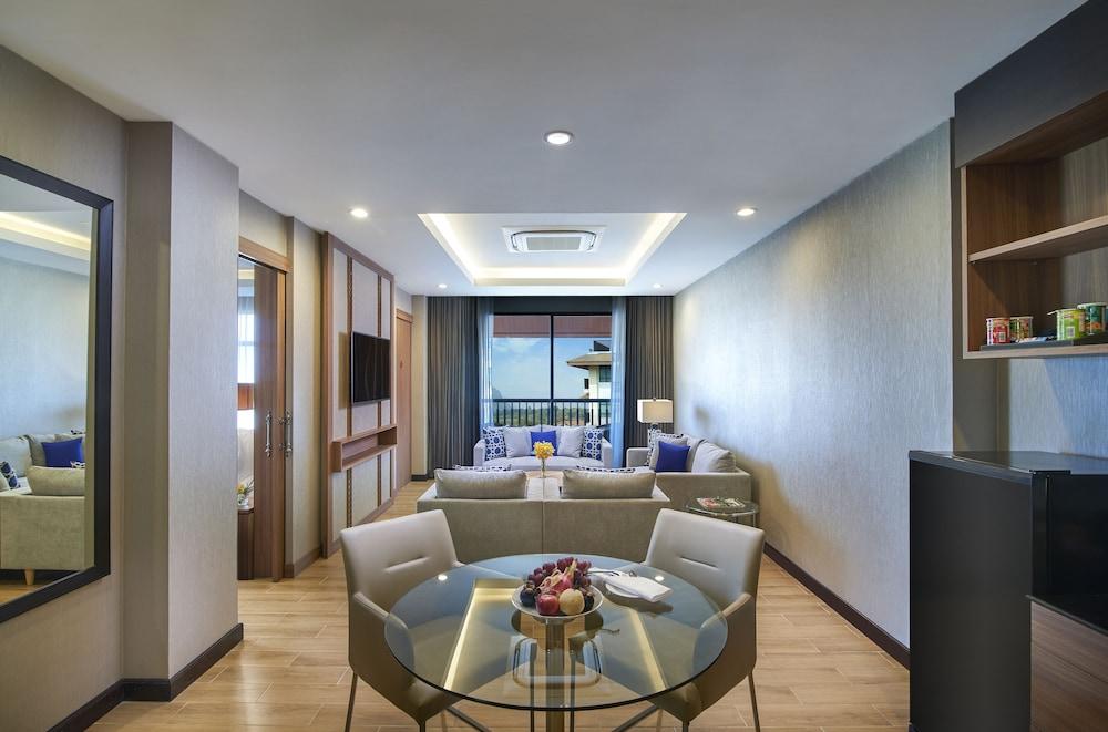 https://i.travelapi.com/hotels/22000000/21870000/21868000/21867927/c3e8b057_z.jpg