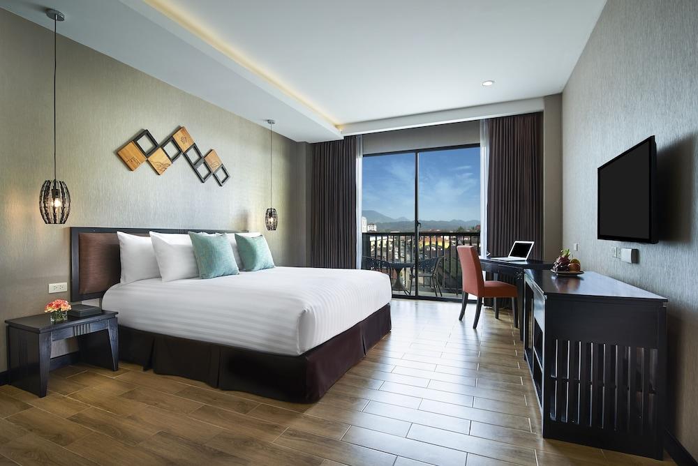 https://i.travelapi.com/hotels/22000000/21870000/21868000/21867927/d8aaa265_z.jpg