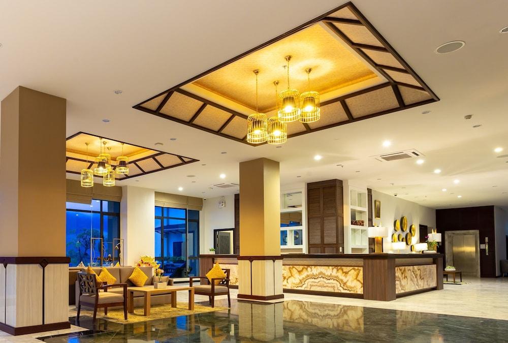 https://i.travelapi.com/hotels/22000000/21870000/21868000/21867927/e0f473d3_z.jpg