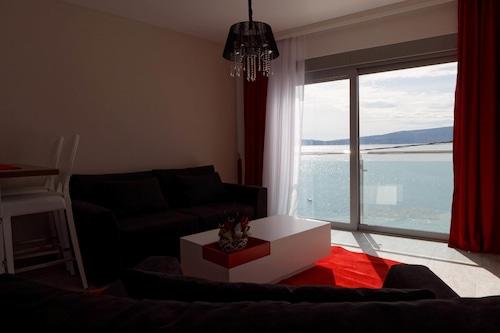 Jelena Vile & Apartments,