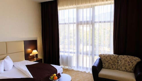 Hotel California, Gelendzhik gorsovet