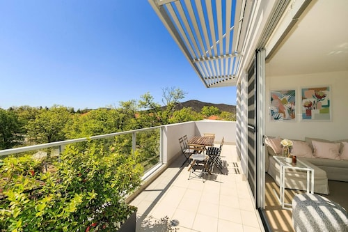City Central Designer Apartment with Parking, Braddon