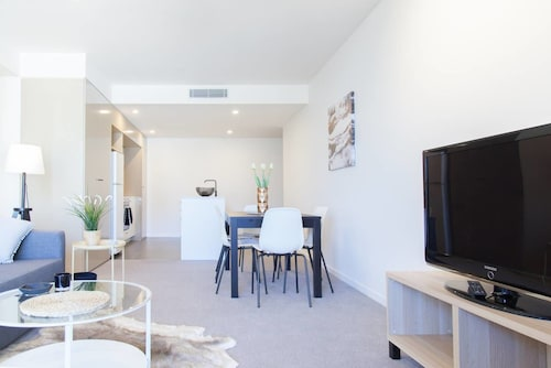 Chic Living in South Brisbane + Rooftop Pool, South Brisbane