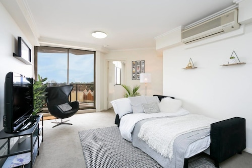 Designer Apartment - Pool, Gym, Sauna & Parking, Parramatta  - Inner