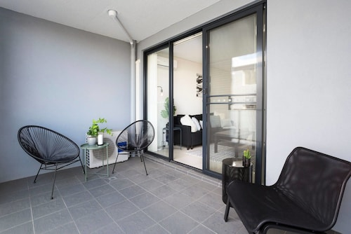 Boutique Apartment - Nearby Transport & Mall, Parramatta - North-East