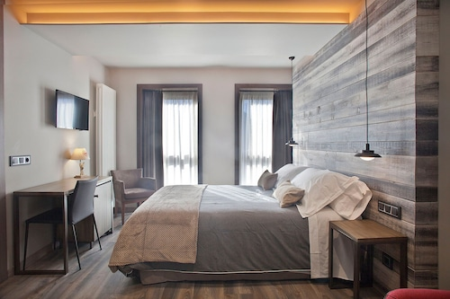 __{offers.Best_flights}__ Hotel La Neu