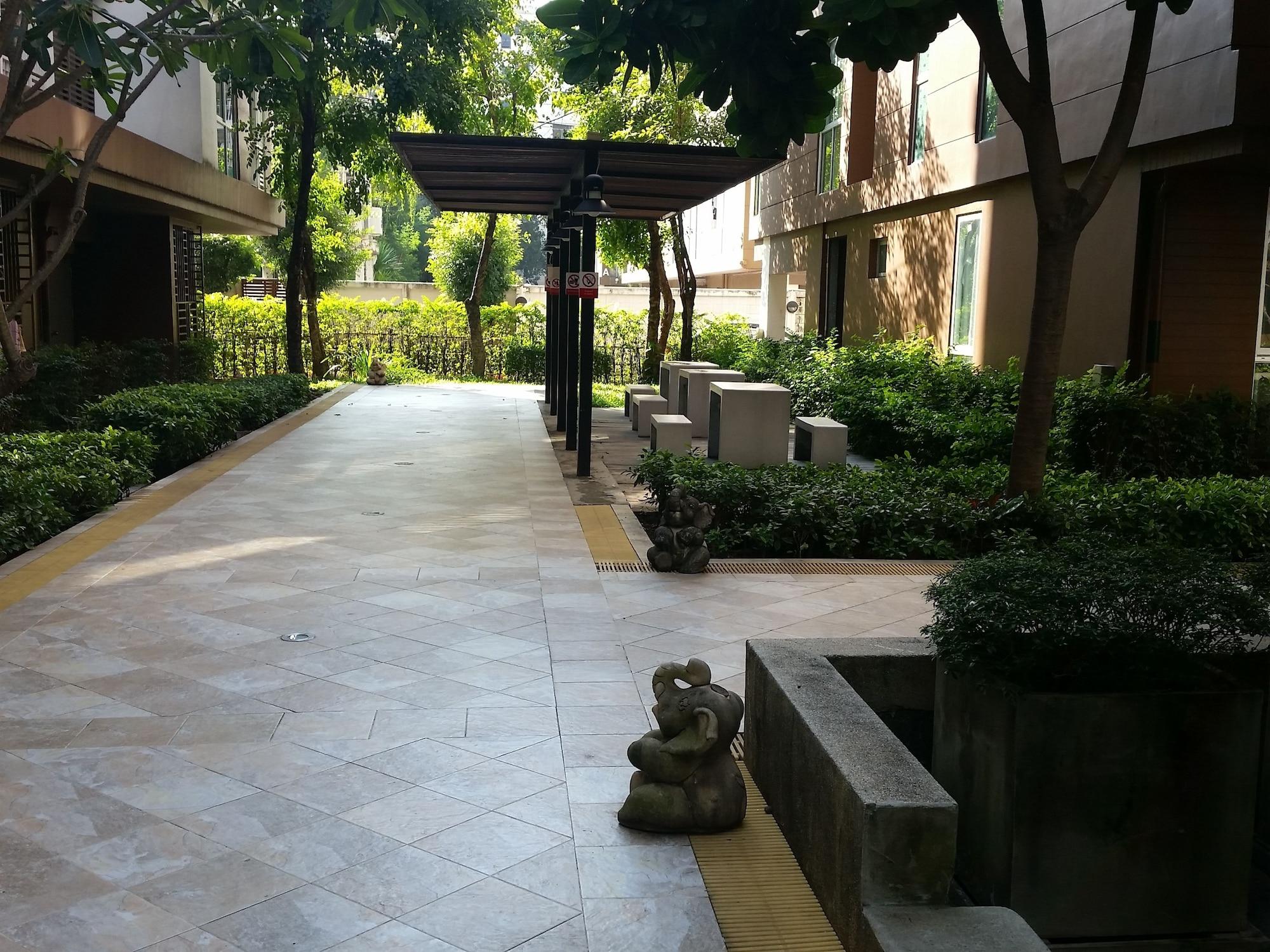 Apartment at Bangkok Near Pool, Bang Kapi