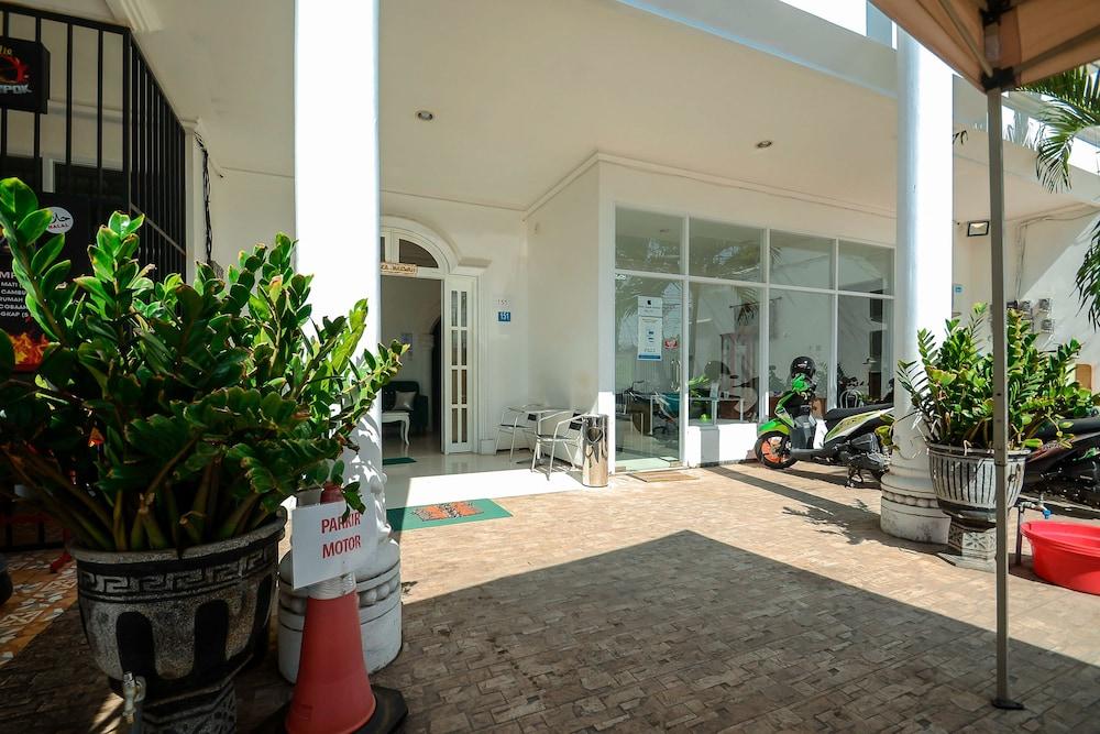 Airy Eco Syariah UNESA Ketintang Madya 151 Surabaya