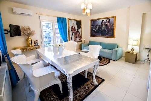 . Deluxe Apartments