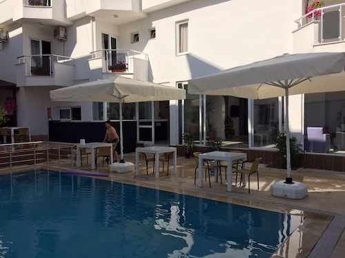 Madi Hotel Lara, Merkez