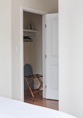 Artsy 2BR in Arts/Warehouse District by Sonder, Orleans