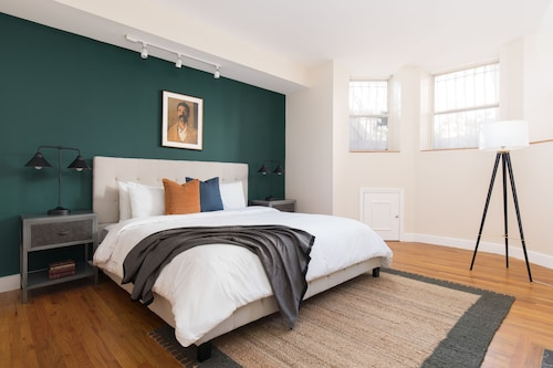 Classic 2BR in Back Bay by Sonder, Suffolk