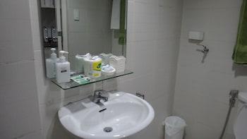 LA VISTA AT SEA RESIDENCES Bathroom Sink