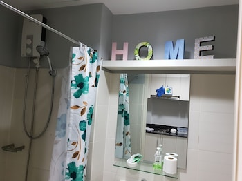 LA VISTA AT SEA RESIDENCES Bathroom Shower