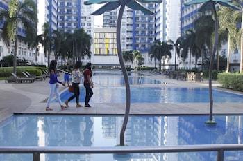 LA VISTA AT SEA RESIDENCES Outdoor Pool